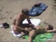 Нудисты дрочат и трахаются на пляже
