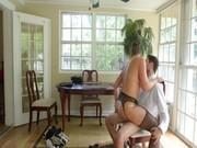 Мамаша учит сына как трахнуть девушку