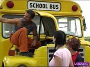 Молоденькие соблазнили водилу автобуса