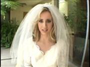 Трахнули невесту на свадьбе толпой