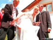 Невесту ебут толпой на улице