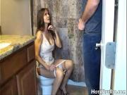 Мама дрочит сыну в туалете