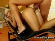 Блондинка дала в задницу
