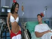Азиатская медсестра дает в пердак