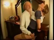Старик трахает молодуху в чулках