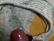 Дрочит трусиками и заливает их спермой