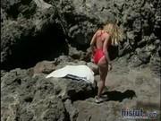 Славно ебет подругу на пляже