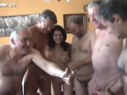 Старики дрочат на молоденькую