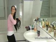 Приемная сестра дрочит брату в туалете