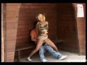 Трахнул девку на остановке