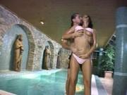 Вызвал и трахнул проститутку прямо в бассейне