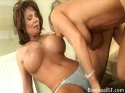 Две женщины пробуют лесбийский секс