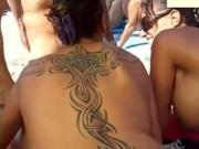 Букакке на нудистском пляже