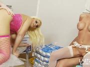 Трахают блондинок на стройке