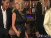Ебут красивых шлюх в баре