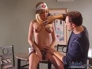 Нарядилась медсестрой для мужика