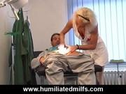 Врач смотрит как медсестра трахается