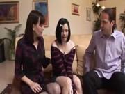 Папа ебет маму и родную дочь