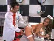 Выеб медсестру в сраку