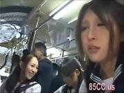 Трахают в автобусе азиаток во все щели