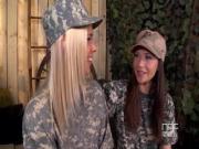 Молоденькие лесбиянки в военной форме