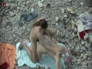 Нудисты трахаются на каменистом пляже