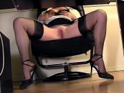 Скрытая камера в офисе под столом
