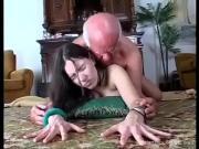 Порно дед ебет молодую шлюшку