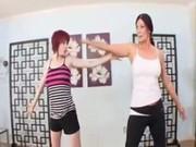 Мать трахает дочь после йоги