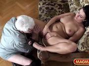 Молодая девушка ласкает себя перед стариком