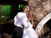 Трахнул невесту на свадьбе в попку