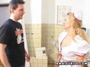 Медсестра порадовала мужика