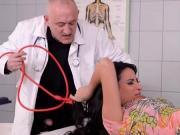 Врач издевается над пациенткой
