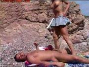 Привел блондинку на безлюдный пляж