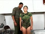 Трахнул военную девку в жопу