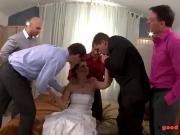 Толпой трахнули невесту на свадьбе