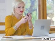Блонда вызвонила хуй на работе