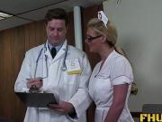 Старая медсестра и молодой врач