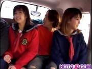 Трахают в машине азиаток