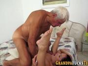 Дед трахает молоденькую содержанку