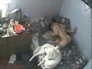 Повесил скрытую камеру напротив кровати